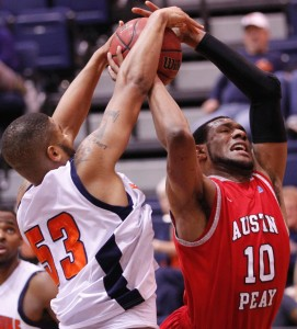 Jeremy Washington attempts to block a shot by Austin Peay without fouling.  (Robert Smith/Clarksville Leaf-Chronicle)
